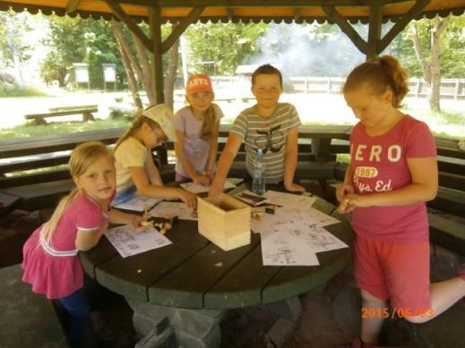 Uczniowie klasy 2 ze szkoły w Sułkowicach z wizytą w Nadleśnictwie Dobieszyn